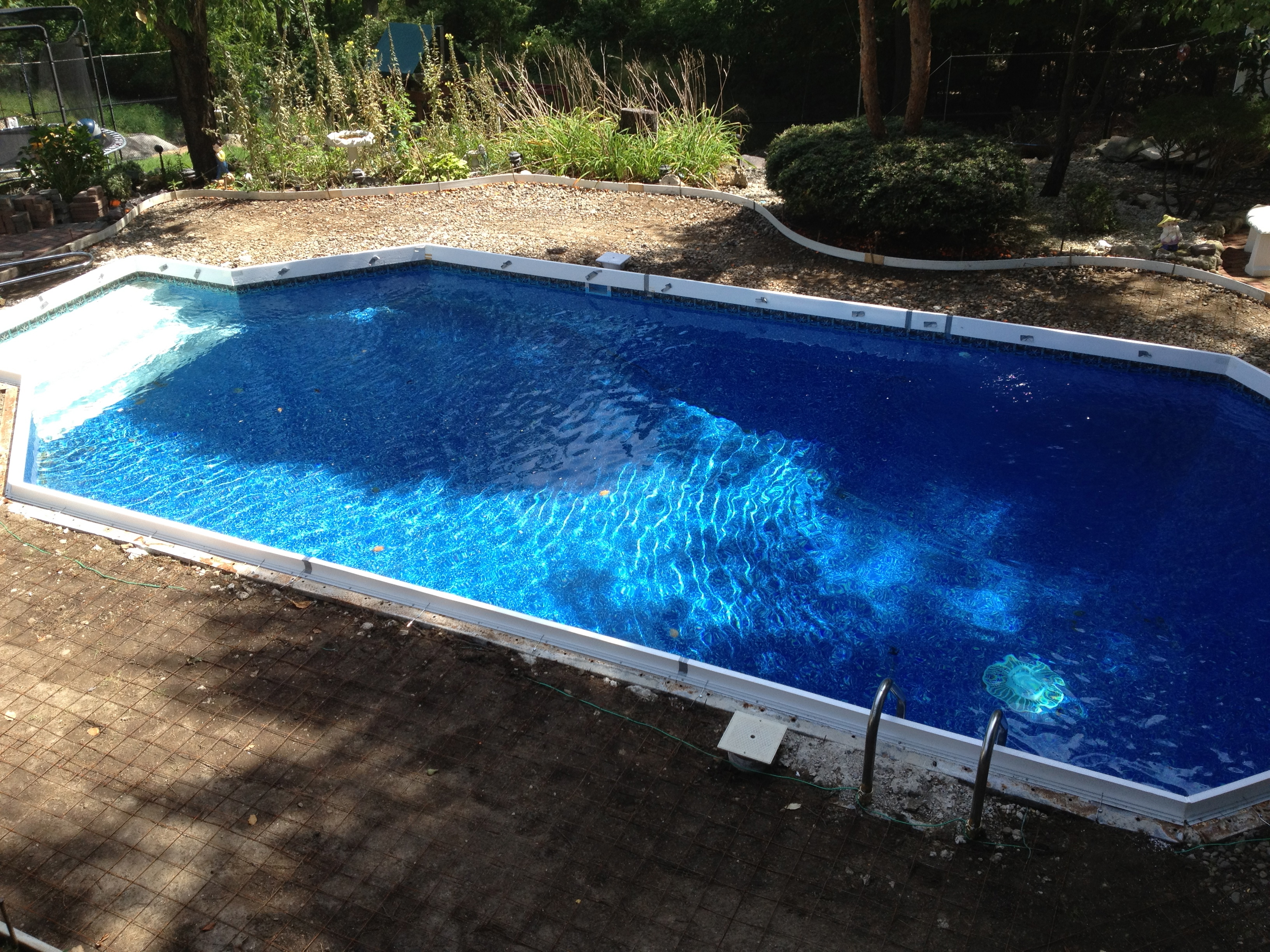 Swimming pool concrete surround forms
