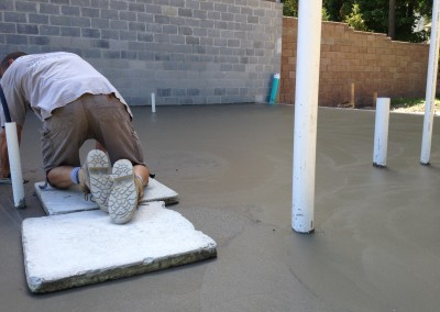 hand trowelling concrete floors